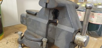 Bench Vice -5.5 inch Craftsman in Naperville, Illinois
