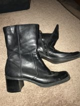 Women's Size 7.5 Low Boots in Naperville, Illinois