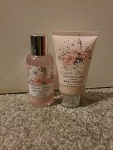 Vanilla & Musk Shower Gel & Body Lotion Miniature in Lakenheath, UK