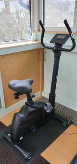 Cardiostrong BX30 110V/220V Exercise bike in Wiesbaden, GE