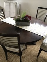 Table with 4 chairs from Bassett in Stuttgart, GE