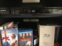 DBlu Ray DVD player in excellent condition plus a couple DVD $25. in Camp Pendleton, California