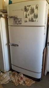 Antique GE Fridge/Freezer in Alamogordo, New Mexico