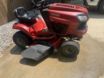 Craftsman T2500 Ride-On Mower in Fort Campbell, Kentucky