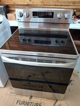 Stove LG NEW in Fort Campbell, Kentucky