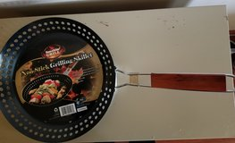 BRAND NEW! Smokin' Grill Non-Stick Grilling Skillet in St. Charles, Illinois