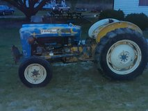 Ford tractor 2000 gas in Camp Lejeune, North Carolina