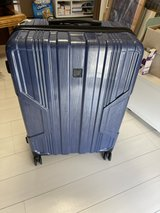 suitcase, large 70x50 cm, in almost perfect condition except for the broken pull handle in Okinawa, Japan