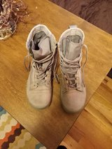 nike boots size 6 like new in Alamogordo, New Mexico
