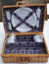 Willow picnic basket - with cutlery + crockery for 2 people - expandable - new / UNUSED !!! in Spangdahlem, Germany