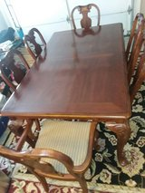 Dinning room table with 6 chairs.               Excellent condition in Byron, Georgia