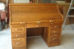 BEAUTIFUL  SOLID OAK ROLL TOP DESK - GORGEOUS in Naperville, Illinois