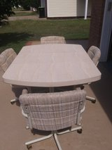 Dining Table and Chairs  (Warner Robins) in Warner Robins, Georgia