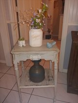 vintage side/accent table in Conroe, Texas