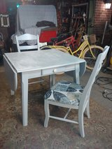 drop leaf table & 2 chairs in Conroe, Texas