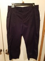Lee relaxed fit Capri NEW in Beaufort, South Carolina