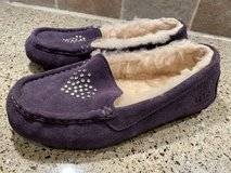 UGG slippers size 4 in Naperville, Illinois
