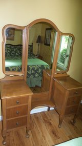 Antique Queen Anne Vanity Dressing Table with 3-way Mirror Dresser in Naperville, Illinois