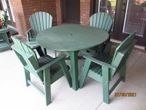 Picnic Table, Chairs & Umbrella in Fort Campbell, Kentucky