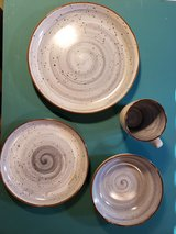 Elama 8 Place Setting Dinnerware Set in Fort Campbell, Kentucky
