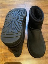 Brand new UGG size 3 in St. Charles, Illinois