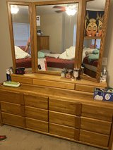 King/queen bedroom set in St. Charles, Illinois