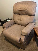 Pride Essential - LC-250 power lift recliner in Fort Campbell, Kentucky