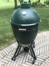 Big Green Egg Grill/Smoker in Naperville, Illinois