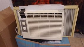 GE Window AC unit. Works well. in 29 Palms, California