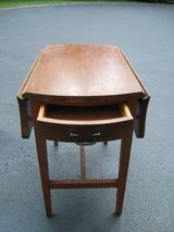 Accent/Side/End Table in Naperville, Illinois