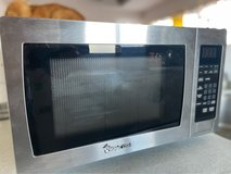 Magic Chef 900W Microwave Stainless Steel MCM990ST 0.9 cu.ft in Okinawa, Japan