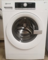 220v Bauknecht 8kg Washer and Dryer Set in Ramstein, Germany