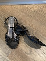 """Girls Shoes Strappy Sandals with 1.5"""" Heel Size 3 in Westmont, Illinois"""