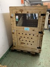 Wooden shipping crate for GIANT dog in Stuttgart, GE