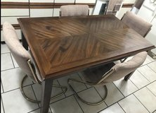 Table with 4 chairs in Warner Robins, Georgia