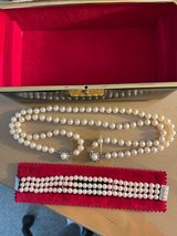 Real Pearl Necklace and Pearl Bracelet in Stuttgart, GE