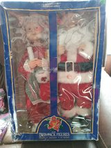 Mr and Mrs Claus figures in Alamogordo, New Mexico