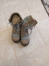Steel toe boots size 6 great condition like new in Alamogordo, New Mexico