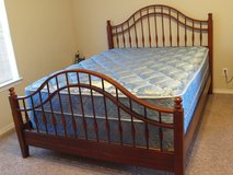 PCS: Queen Size Cherry Wood Bed (made USA): Assembly is easy, no tools required in Wiesbaden, GE
