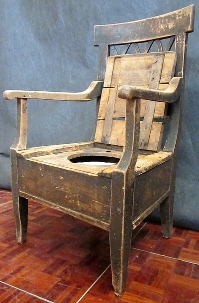 Throne With Chamber Pot