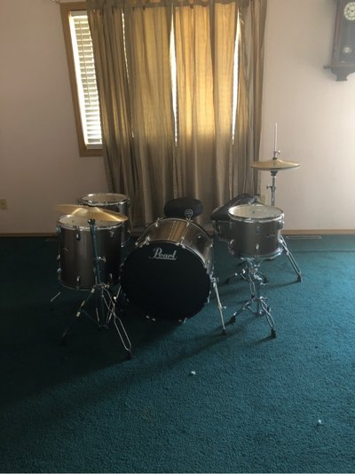 Pearl 7 Piece Drum Set With Free Seat And Drumsticks
