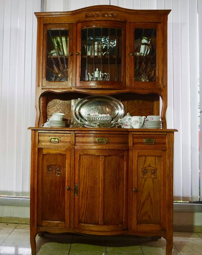 Beautiful Oak Dining Room Hutch With Bevelled Glass