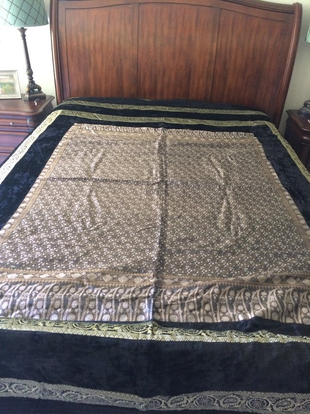 Queen Bed Spread with Pillow Cases REDUCED
