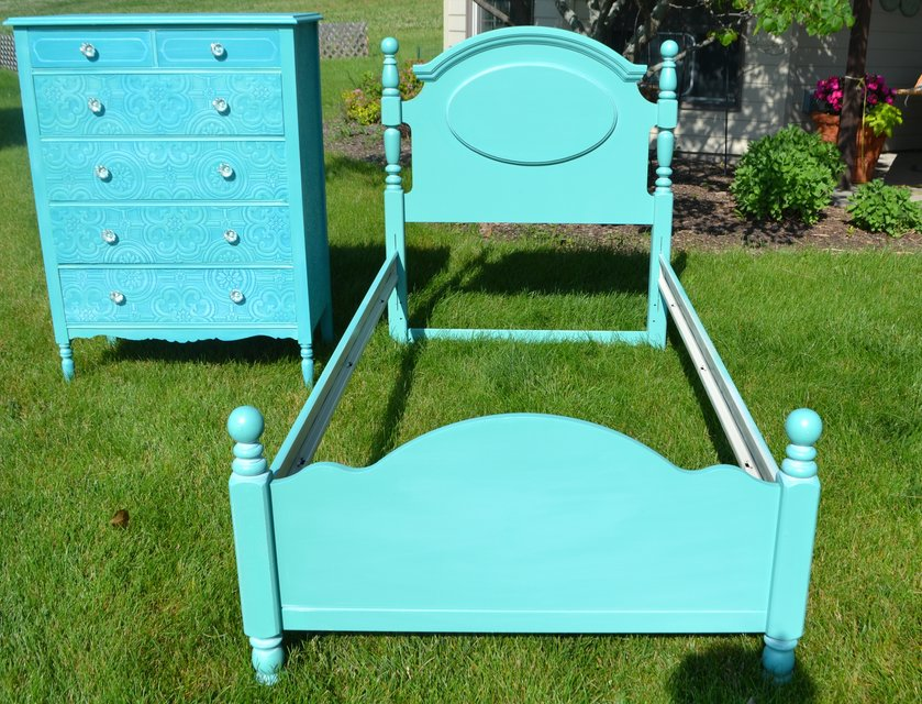 Twin Teal Bed Dresser Sold Furniture Home By Owner For Sale On Naperville Bookoo