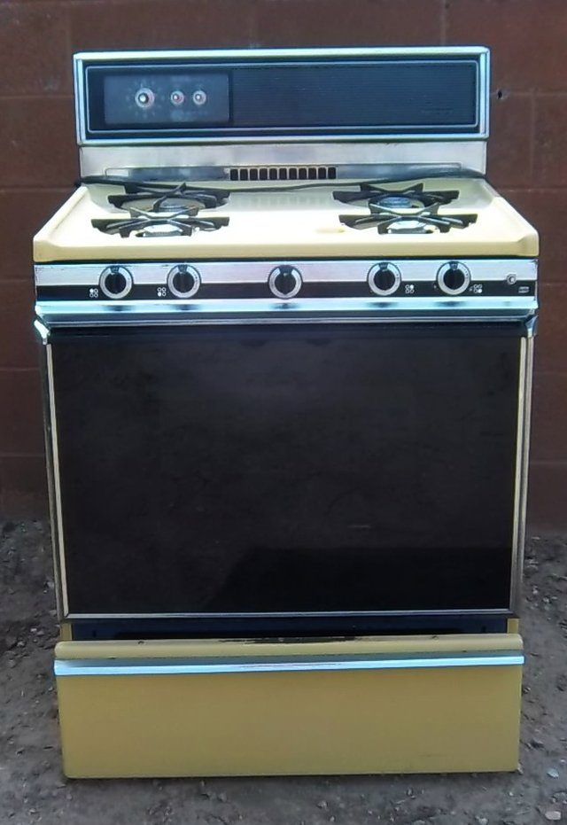 Kenmore harvest gold gas Stove.Pretty from the 70's ...