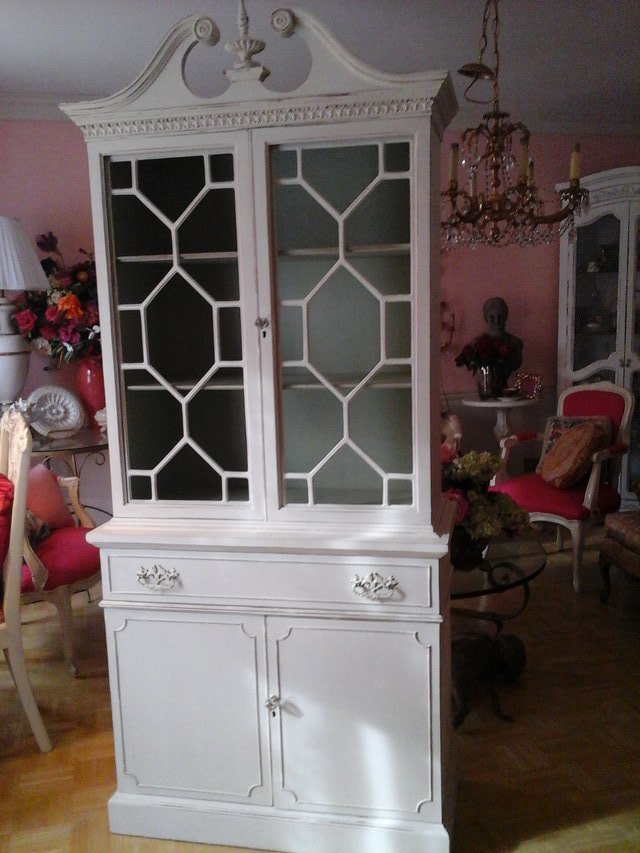 Garage Sales Joliet Il: Striking Shabby Chic China Cabinet