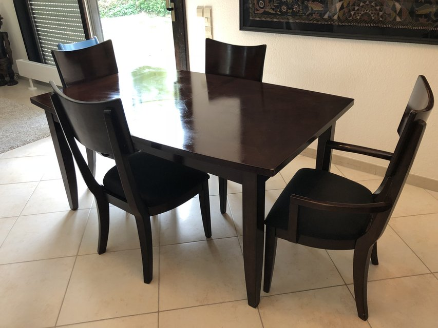 Dining Room Table With Chairs In Stuttgart