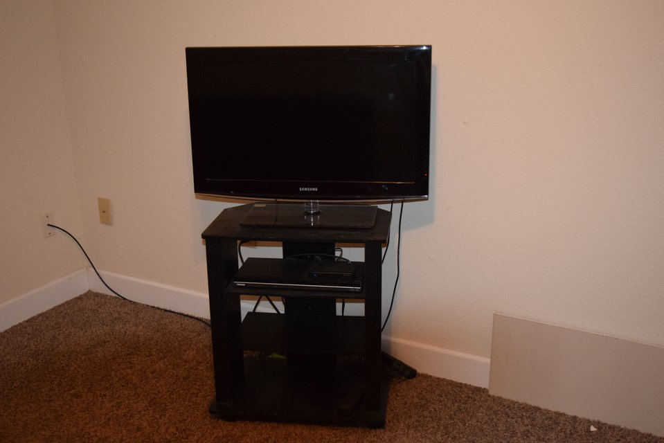 Tv With Stand And Dvd Player In Fort Leonard Wood